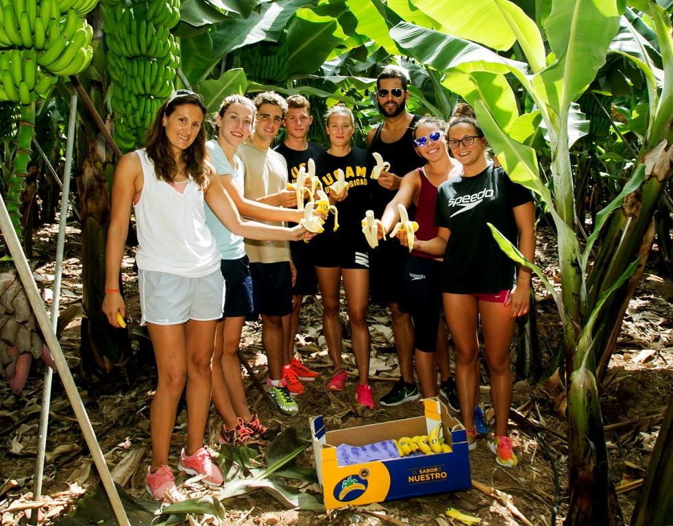 Swimmers-Olympic-visit-farm-banana-canaries
